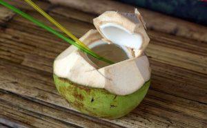 5 công dụng tuyệt vời của nước dừa dành cho dân văn phòng