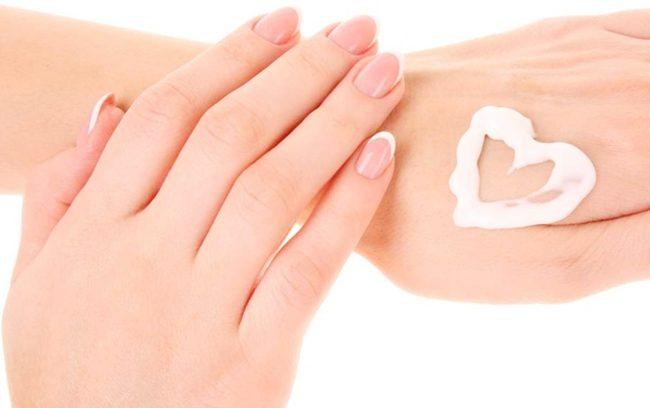 kem dưỡng trắng và làm mềm da tay