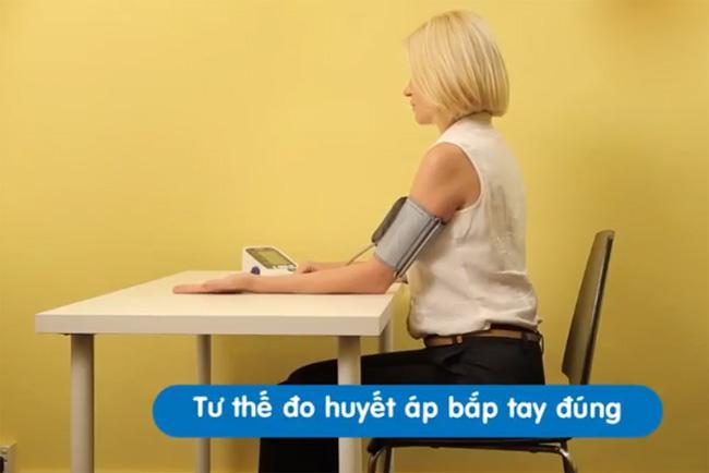 tại sao đo huyết áp ở cánh tay