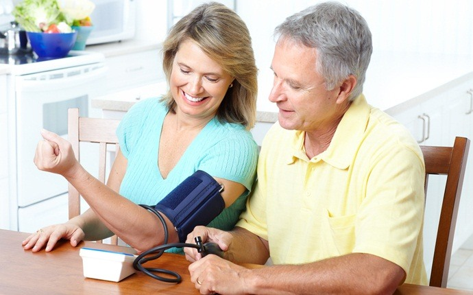 máy đo huyết áp Omron tại nhà