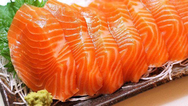 cá hồi là thực phẩm chống lão hóa da tốt