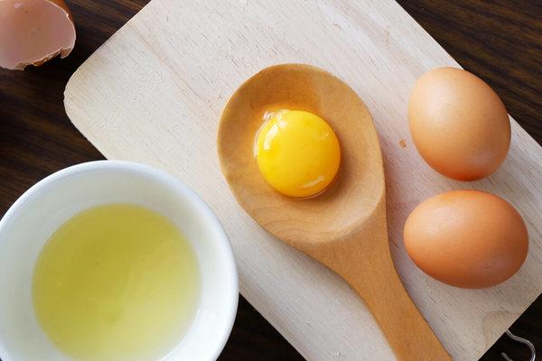 Dùng lòng trắng trứng làm gel bôi trơn tại nhà.