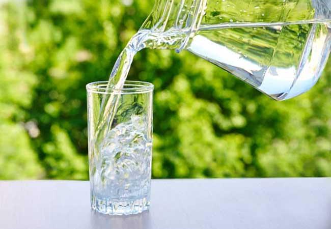 Nước lọc giúp giữ ẩm vùng kín hiệu quả
