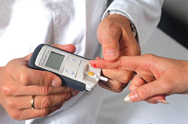 Bạn nên hỏi trước ý kiến của bác sĩ để nhận được những tư vấn về việc tự đo đường huyết tại nhà chính xác và an toàn