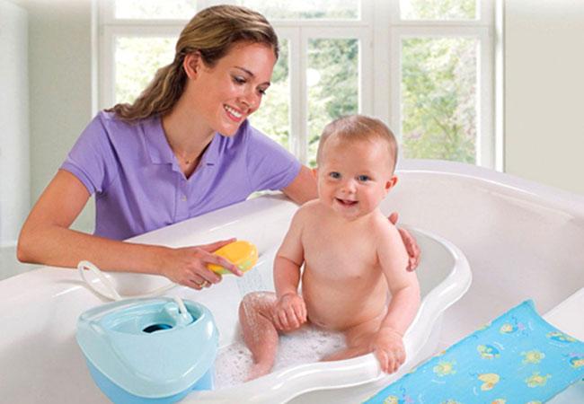 Sử dụng các loại sữa tắm trắng da dành cho bé phải thật uy tín