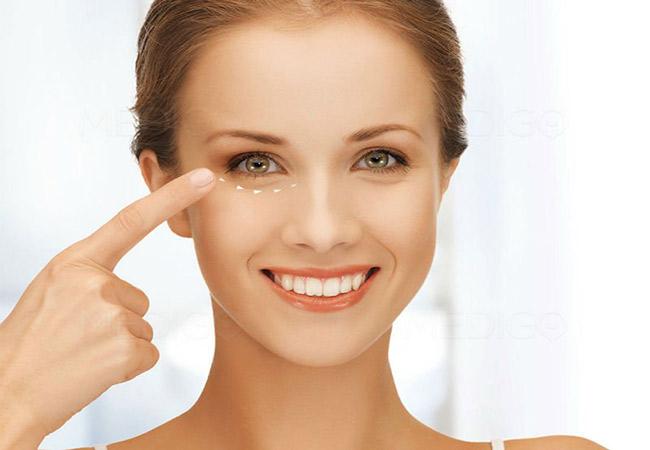 Massage mắt thường xuyên để đánh tan quầng thâm mắt lâu năm