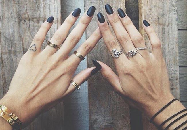Ngón trỏ dài hơn ngón nhẫn ở cả 2 bàn tay