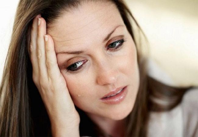 Làn da nhăn nheo là một trong những biểu hiện của yếu sinh lý nữ giới